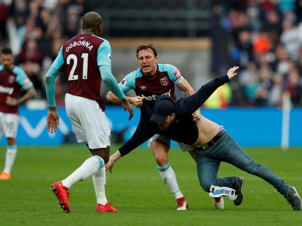 West Ham expulsa do clube adeptos que invadiram relvado