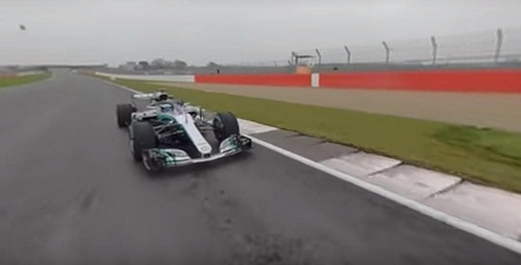 Qual a sensação de correr ao lado de Bottas ou Hamilton?