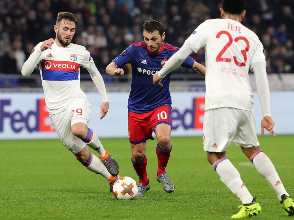 UEFA: Lyon punido com dois jogos à porta fechada