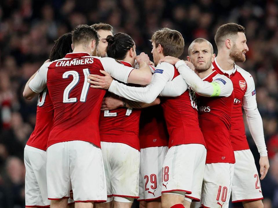 OFICIAL: Elneny renova com o Arsenal