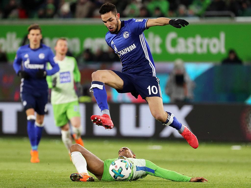 Schalke vence em Wolfsburgo e adia festa do Bayern Munique