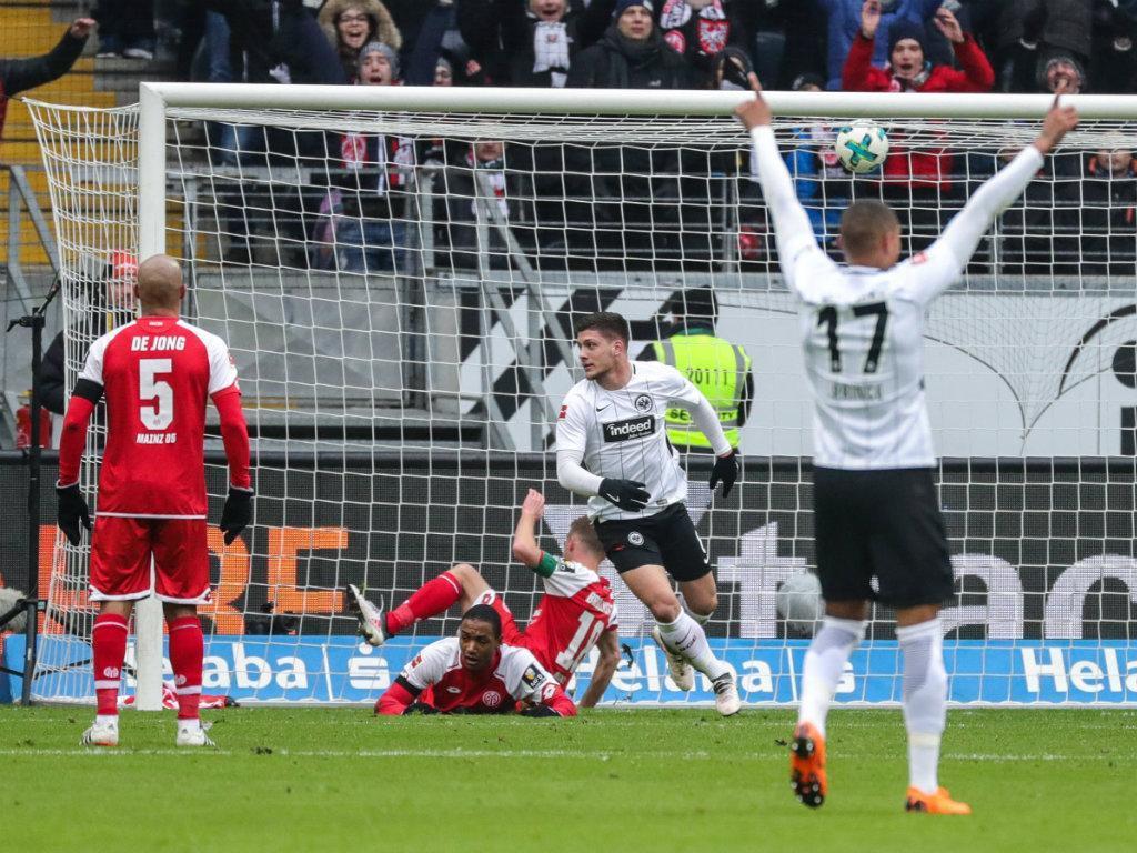Benfica: Jovic titular na derrota dos sub-21 da Sérvia