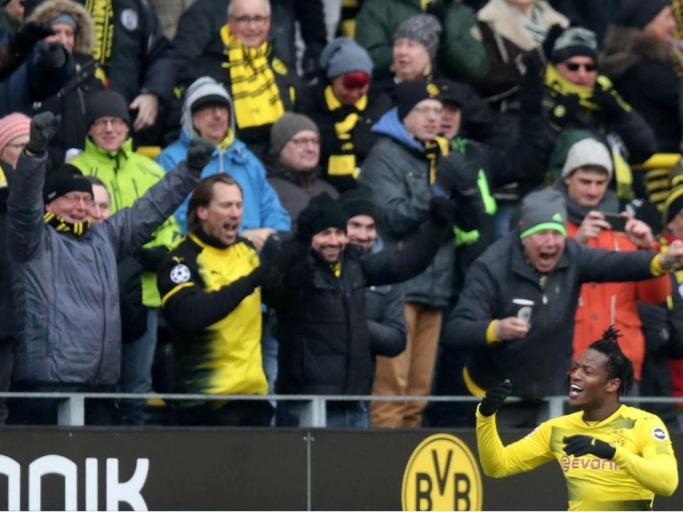 VÍDEO: Dortmund vence com golo de calcanhar de Batshuayi
