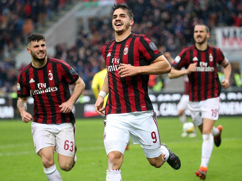 Milan (com André Silva) e Nápoles anulam-se em San Siro