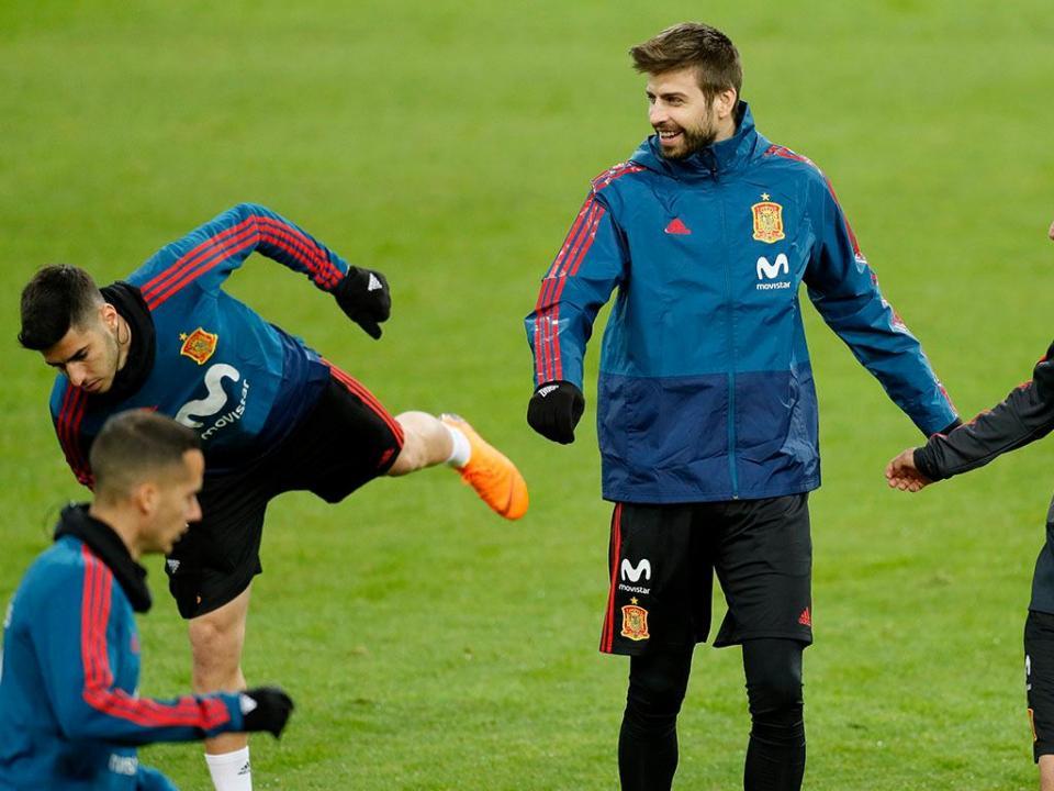 Valverde: «Assobios a Piqué? Vejo televisão sem som...»