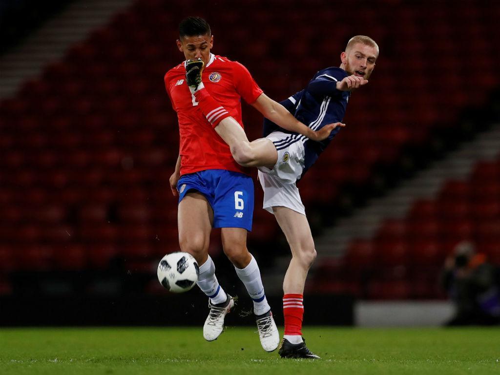 Costa Rica vence Escócia com Bryan Ruiz de início