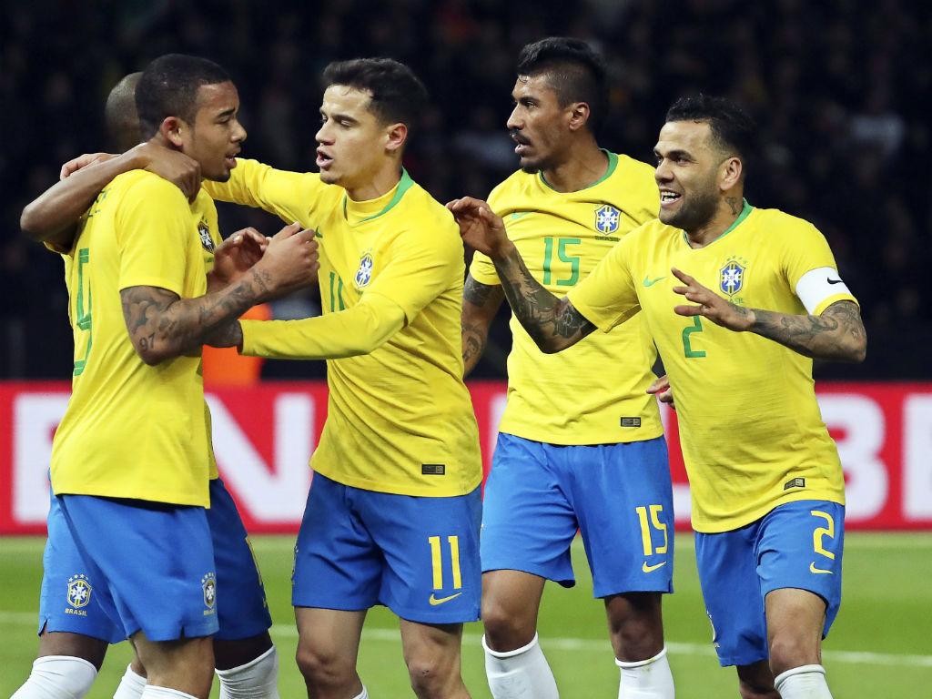 Mundial 2018: Daniel Alves não vai ser operado