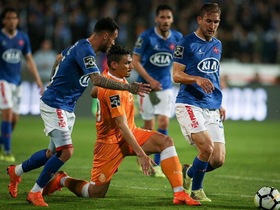 FC Porto: Soares escapa com repreensão ao episódio com Yebda