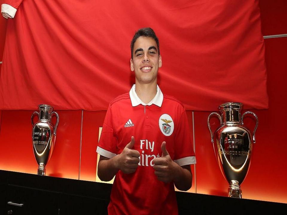 Benfica: Pedro Souza assina contrato de formação