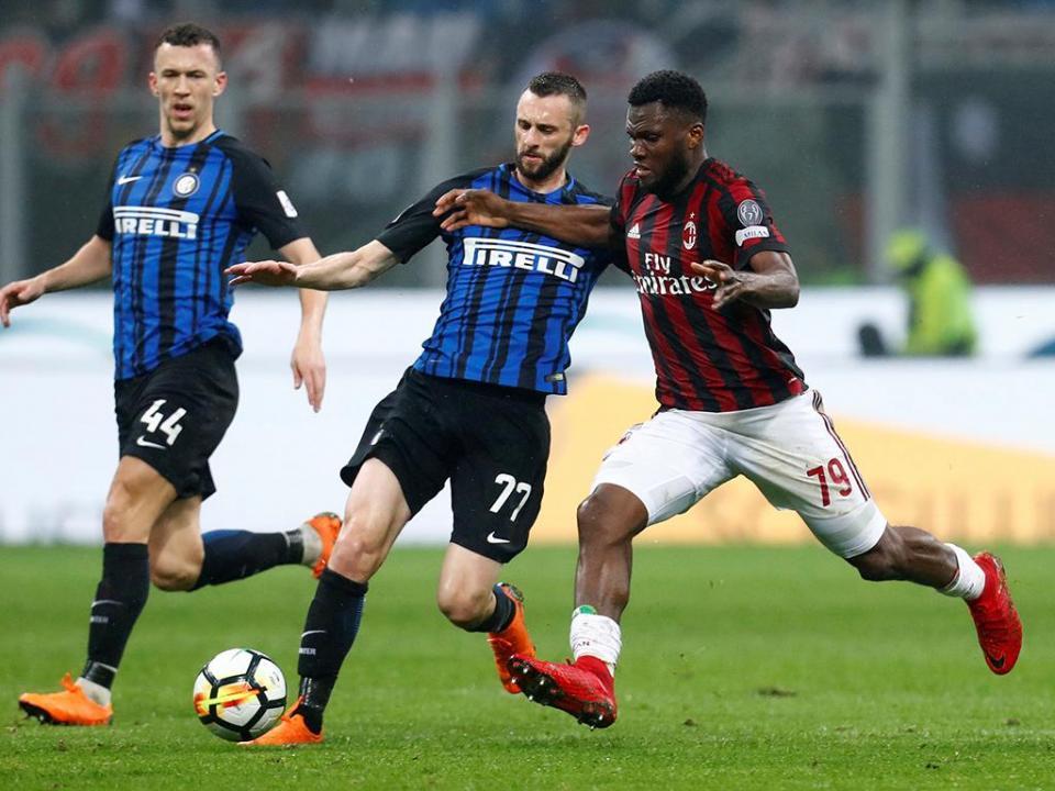 eac27bf353 Itália  AC Milan e Inter de Milão empatam no «derby della Madonnina ...