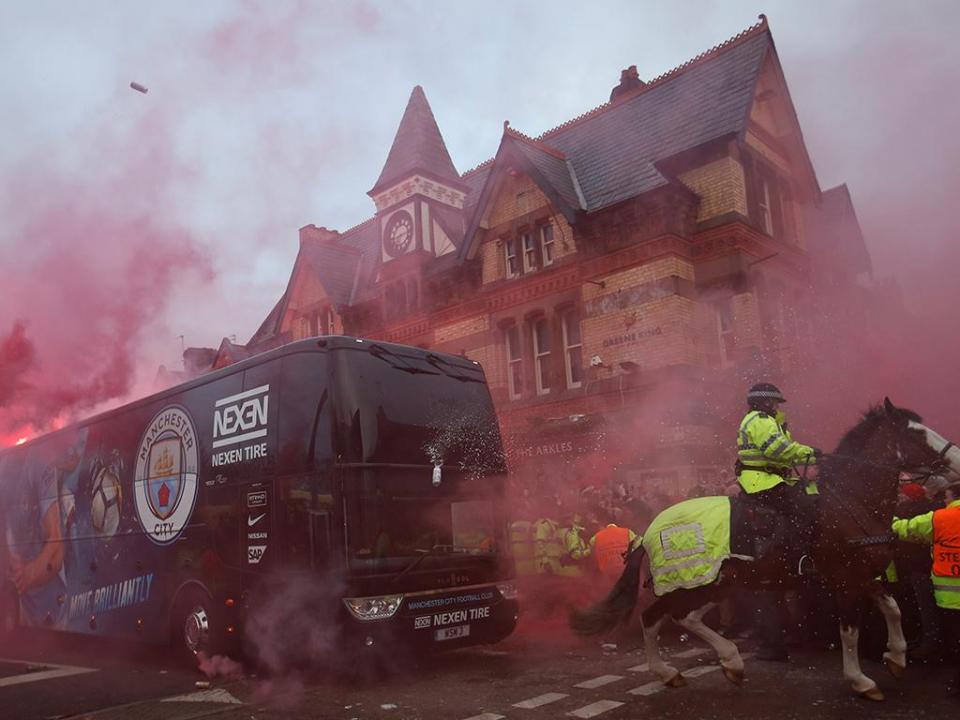 Guardiola relembra ataque ao autocarro do City: «Está a brincar comigo?»