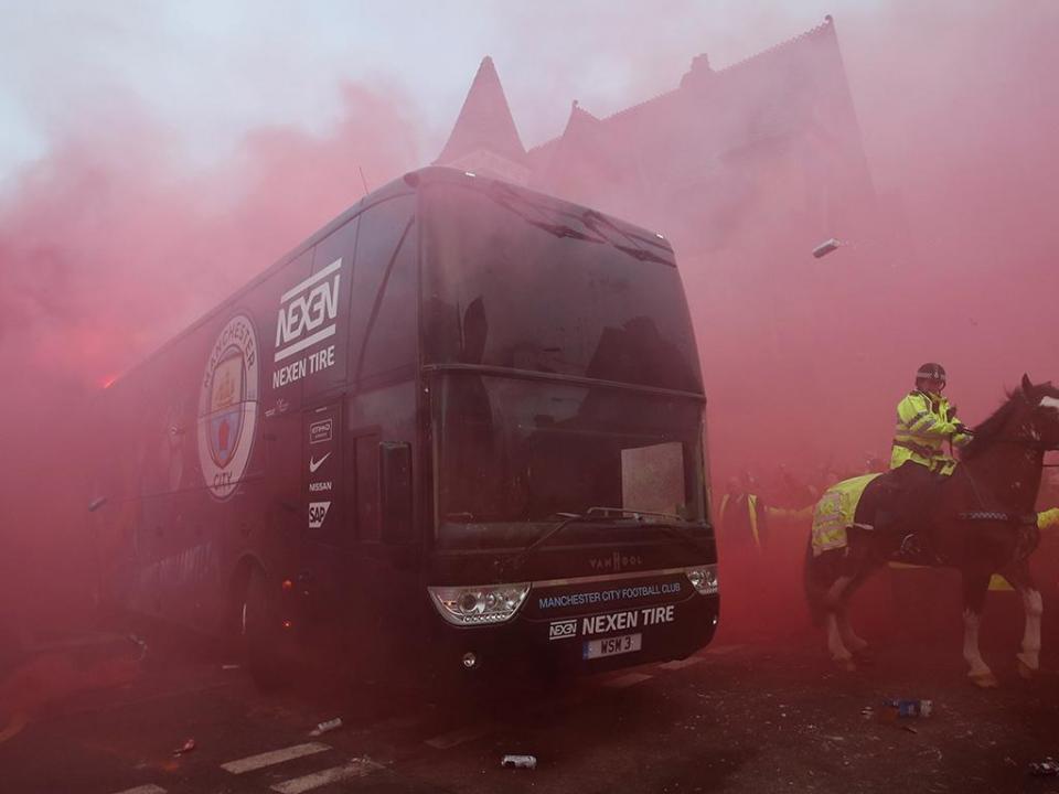 UEFA: processo disciplinar ao Liverpool por ataque ao autocarro do City
