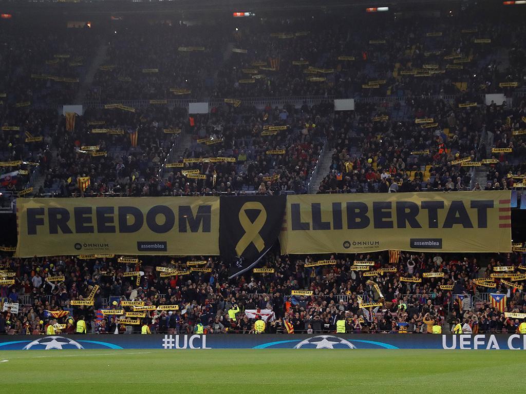 UEFA abre processo ao Barça por balões amarelos lançados