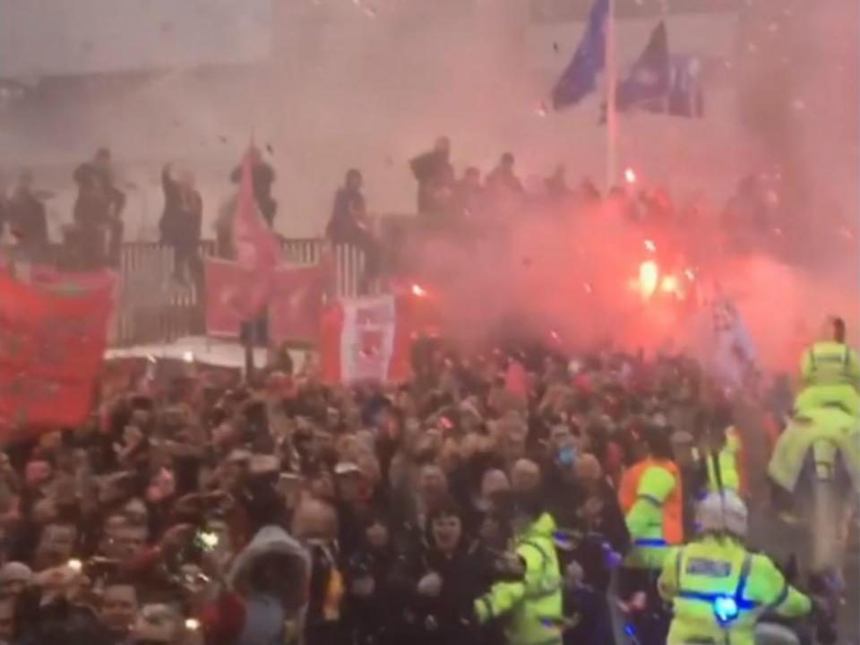 VÍDEO: ataque ao autocarro do Manchester City visto de dentro