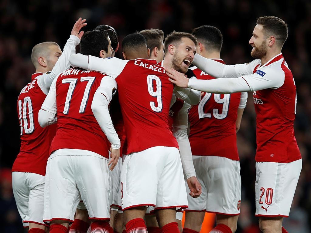 OFICIAL: Arsenal renova contrato com Rob Holding
