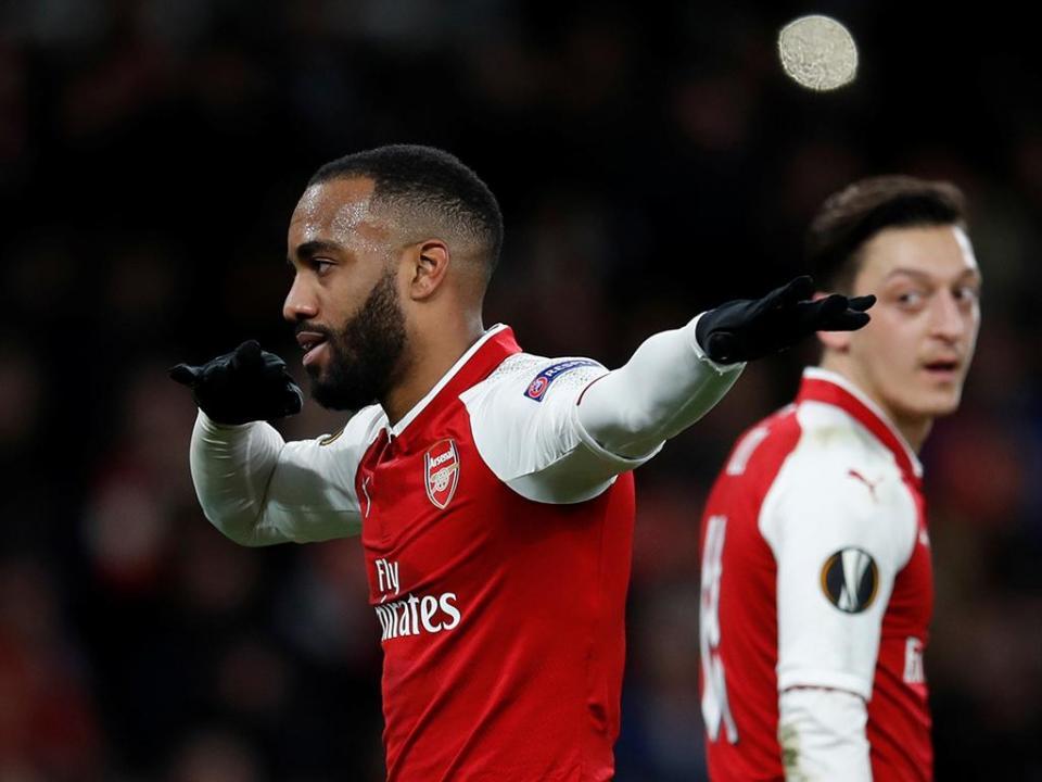 LE: dupla Ramsey-Lacazette esmaga CSKA, Arsenal perto das «meias»