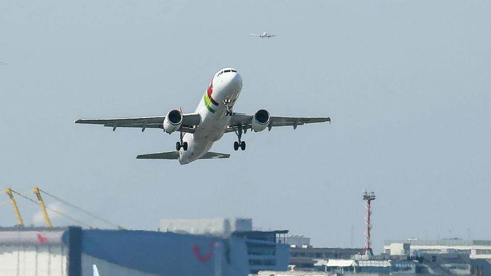 Liga: Marítimo-Santa Clara adiado por «falta de voos»
