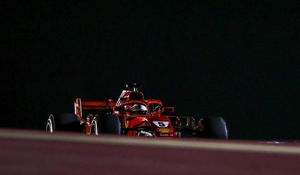 GP do Bahrain: Vettel tem a pole, Ferrari a primeira linha
