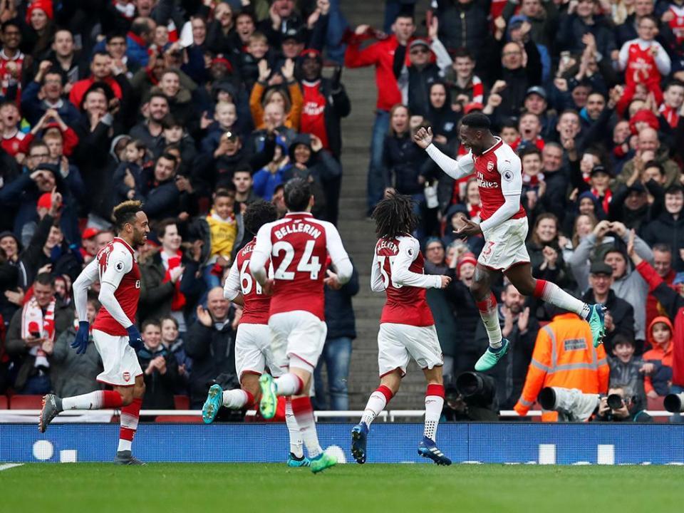 Cédric assiste duas vezes, mas Southampton perde em jogo com final quente