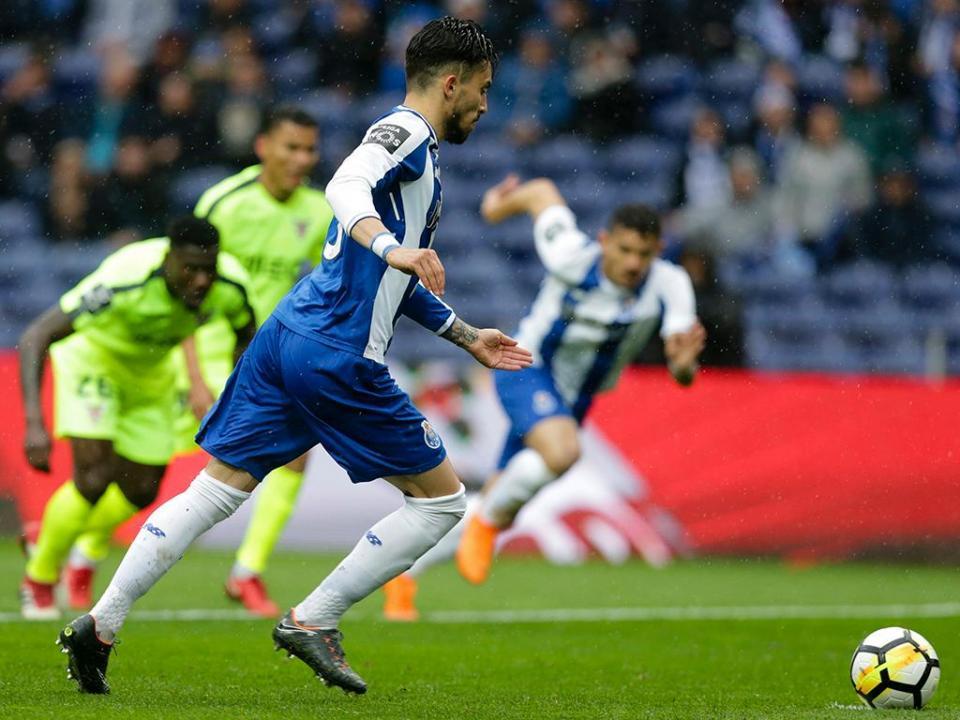 Alex Telles: «Por mim ficaria muito tempo no FC Porto»