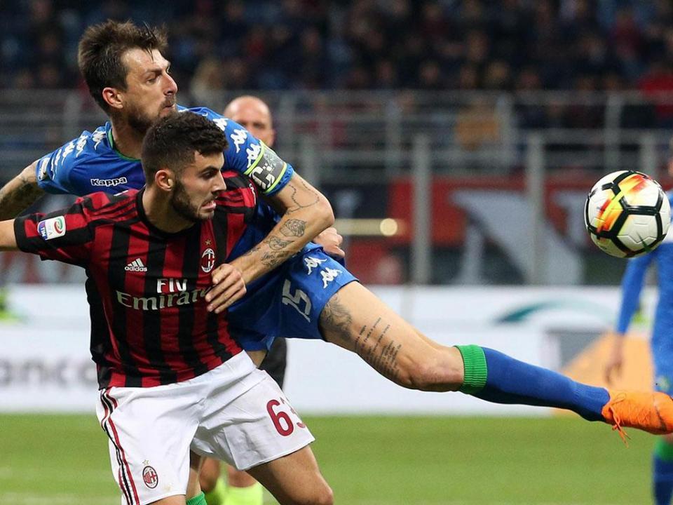 Kalinic salva Milan de derrota em San Siro