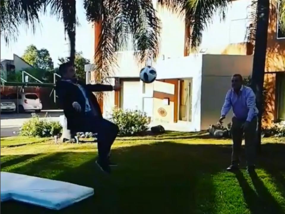 VÍDEO: jornalista parte perna a... imitar bicicleta de Ronaldo