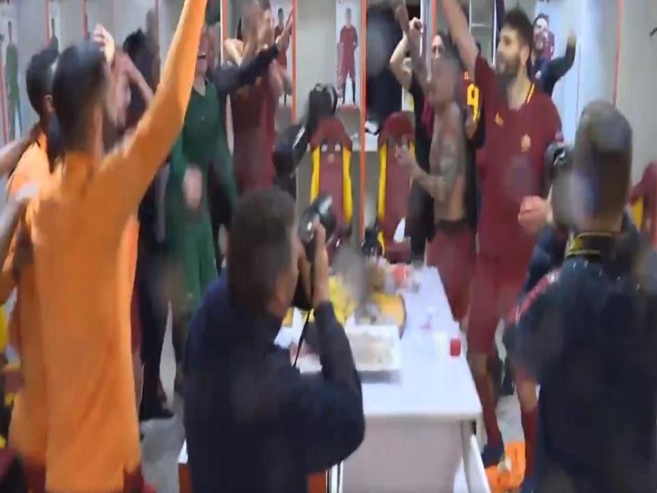 VÍDEO: a festa da Roma após a reviravolta frente ao Barcelona