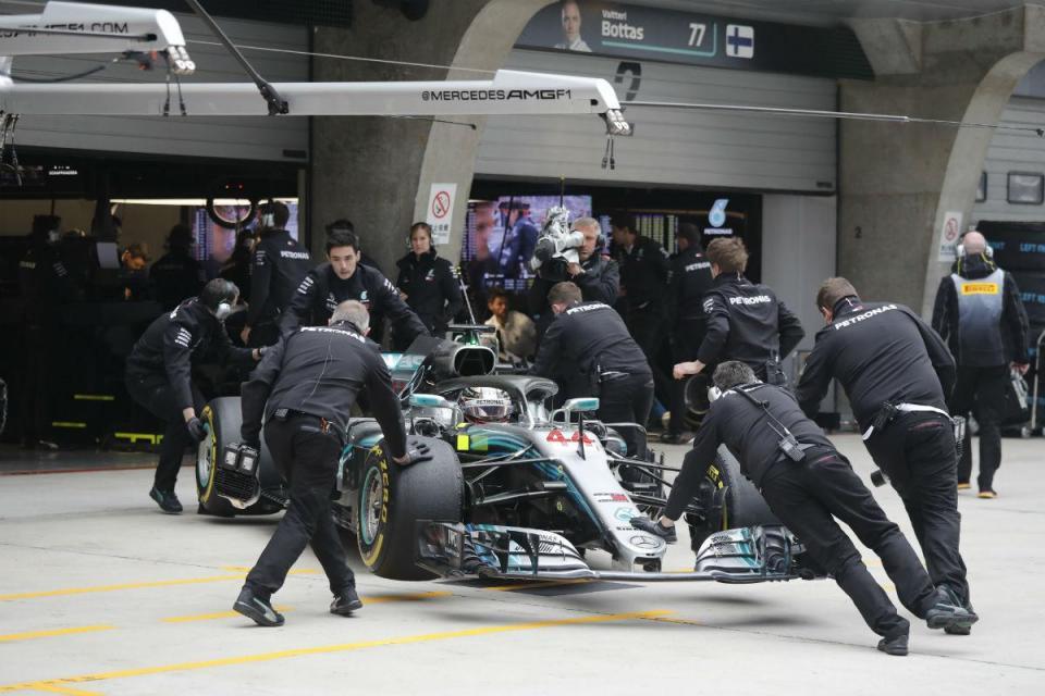 """F1: Mercedes e Hamilton """"estacionam"""" renovação devido aos resultados"""