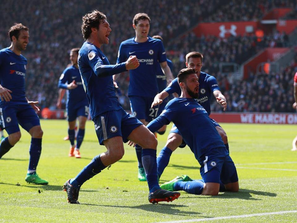 Inglaterra: entrada dura vale três jogos de castigo a Marcos Alonso