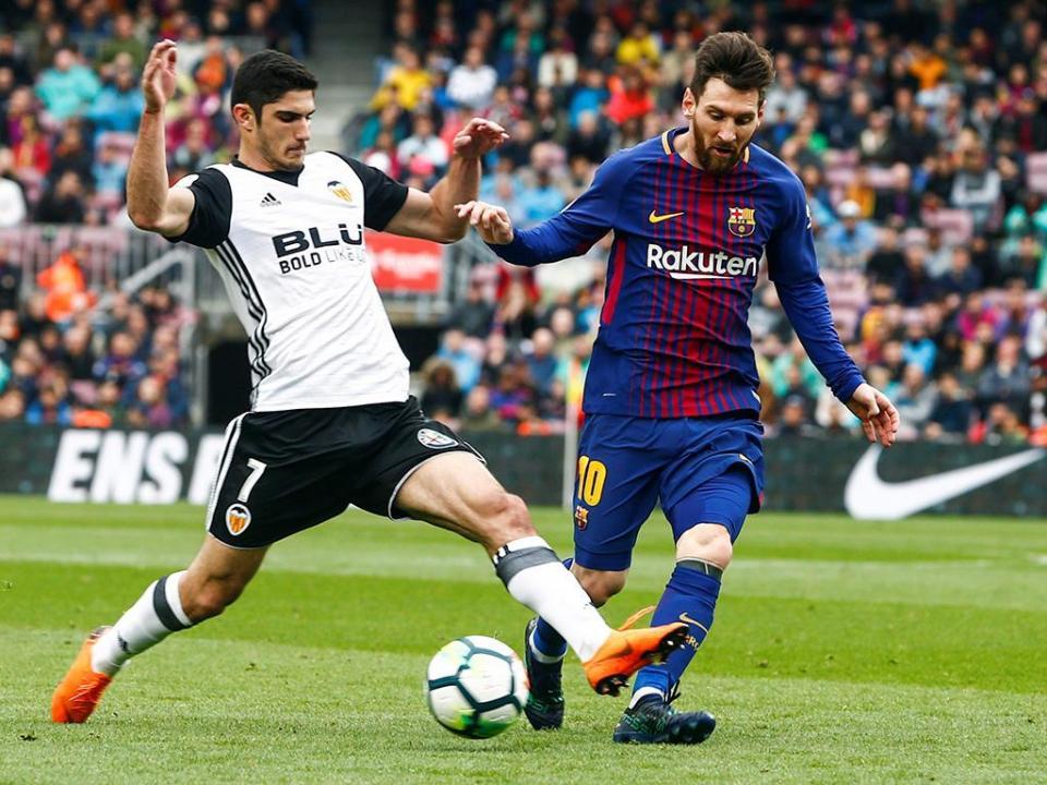 Barcelona bate recorde na vitória sobre Guedes e Ruben Vezo