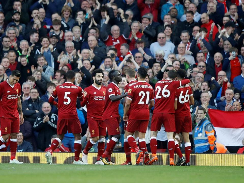 Liverpool vence Bournemouth, pressiona ManUtd e Salah pica o ponto