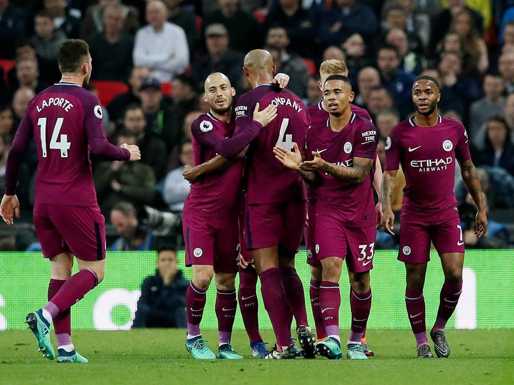 City vence Tottenham e fica à espera do Manchester United