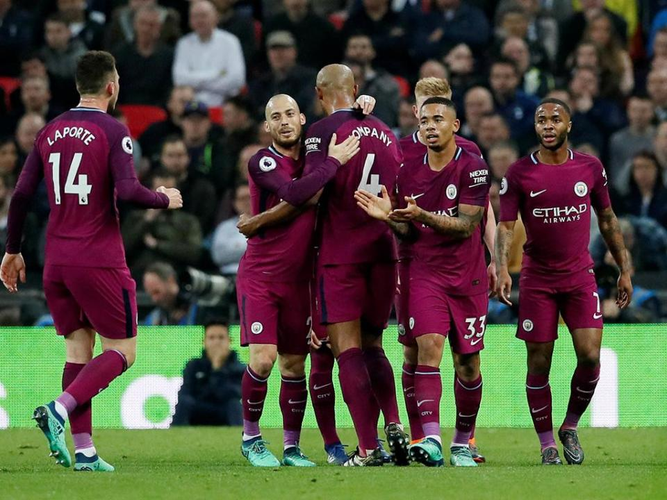 City vence Tottenham e fica à espera do Manchester United