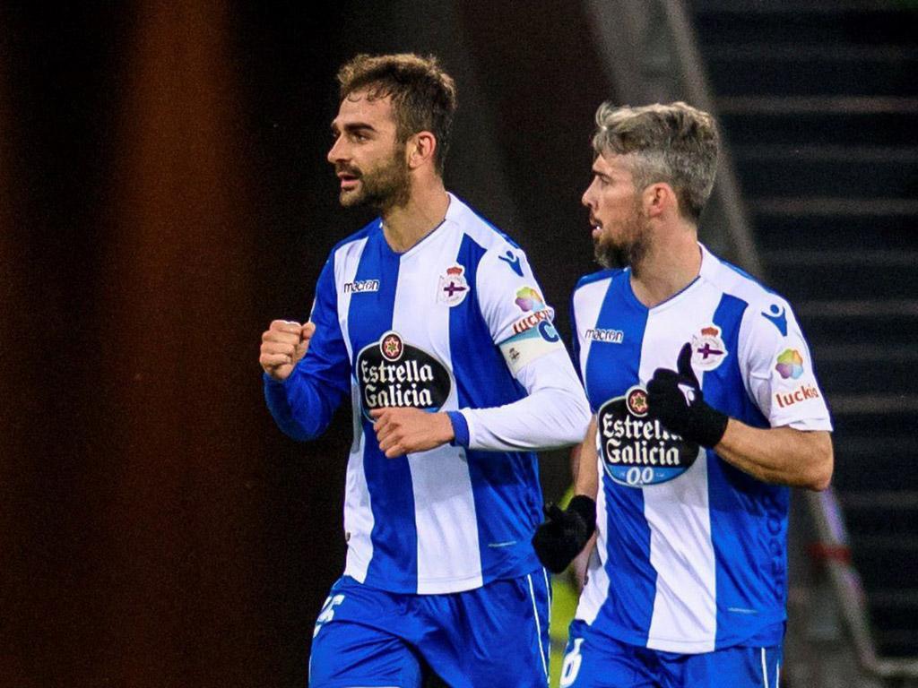 Deportivo relança-se na manutenção com bis de Adrián Lopez