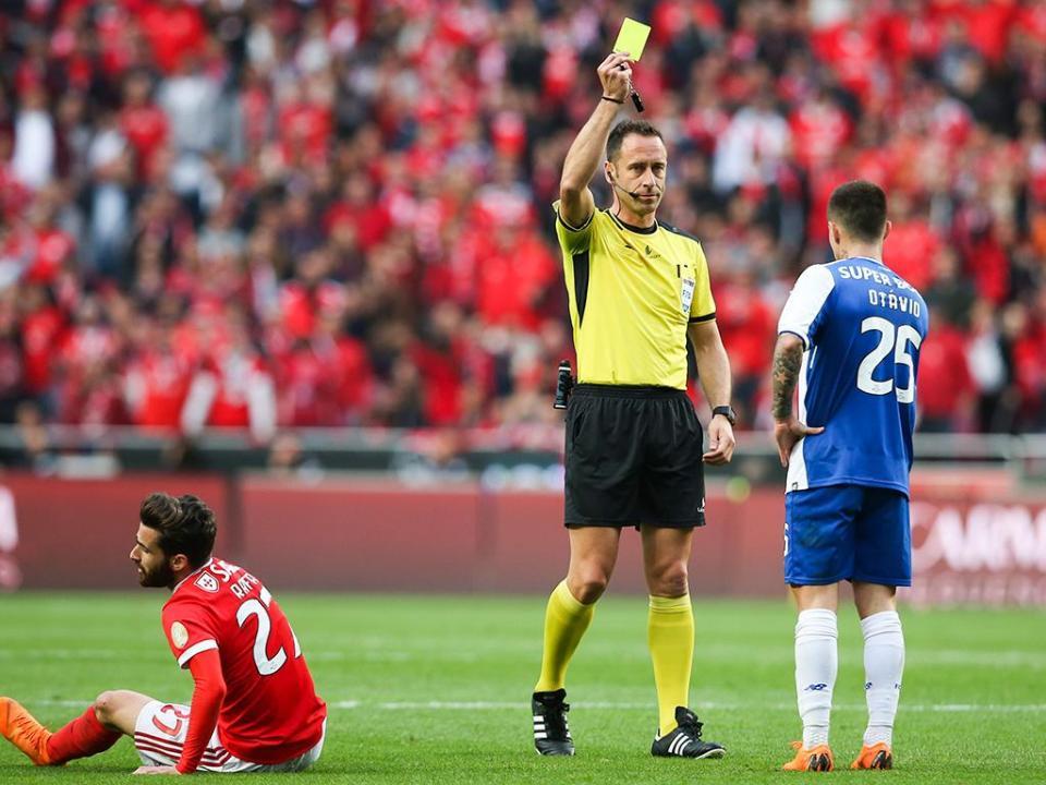 Código de Conduta diz que árbitros «devem abster-se de aceitar ofertas»