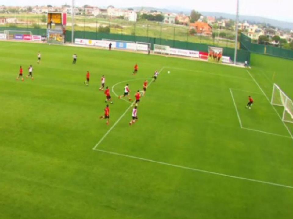 VÍDEO: golaço de André Castro no treino do Goztepe