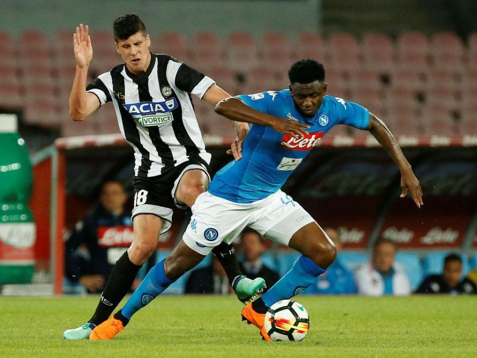 Nápoles aproxima-se da Juve, Lazio vence duelo português (3-4)