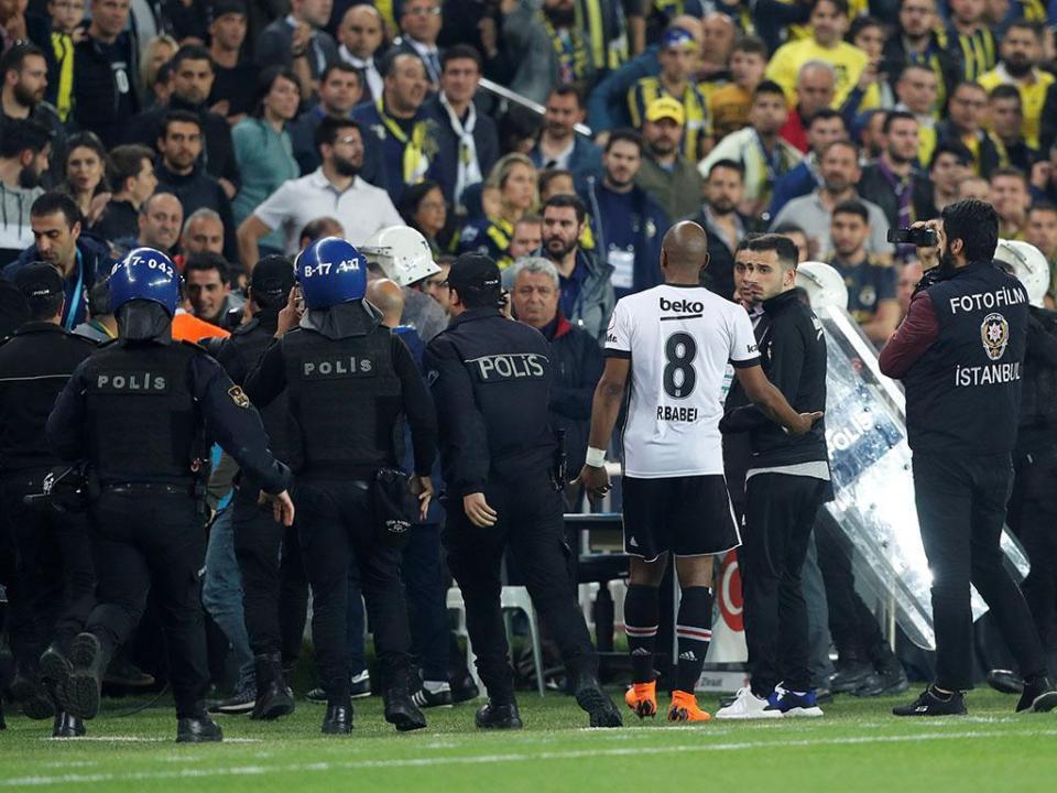 Turquia: jogo da Taça entre Fenerbahçe e Besiktas retomado a 3 de maio