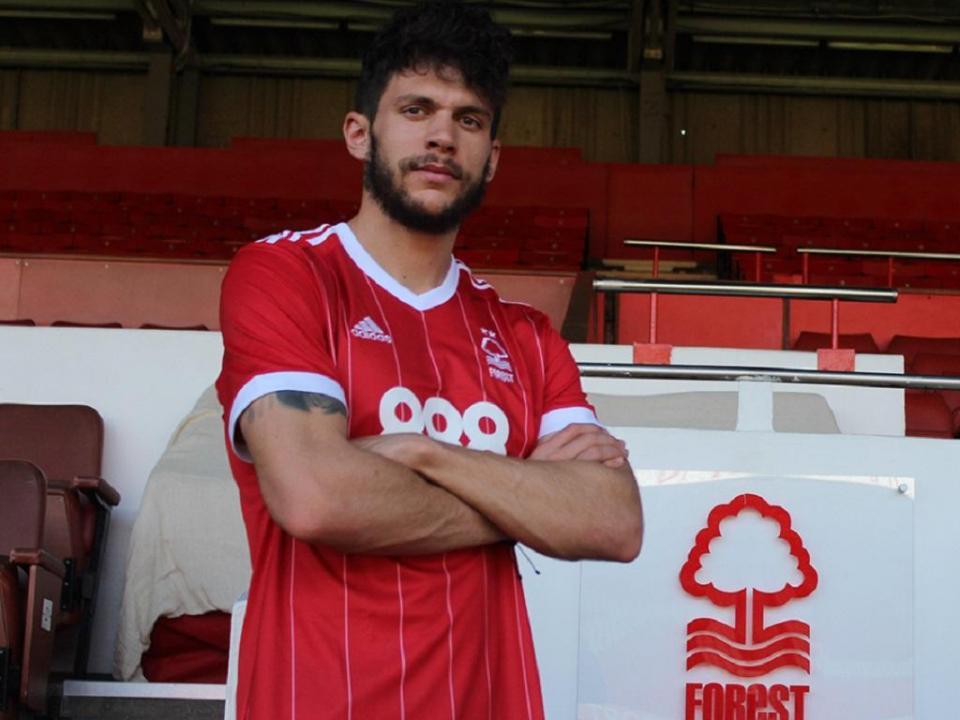 Tobias: «O Nottingham é um clube histórico e estou entusiasmado»