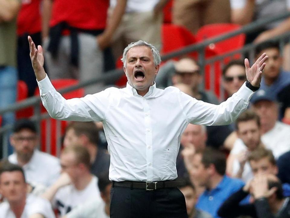 Man. United: Peter Schmeichel «feliz com o progresso» de Mourinho