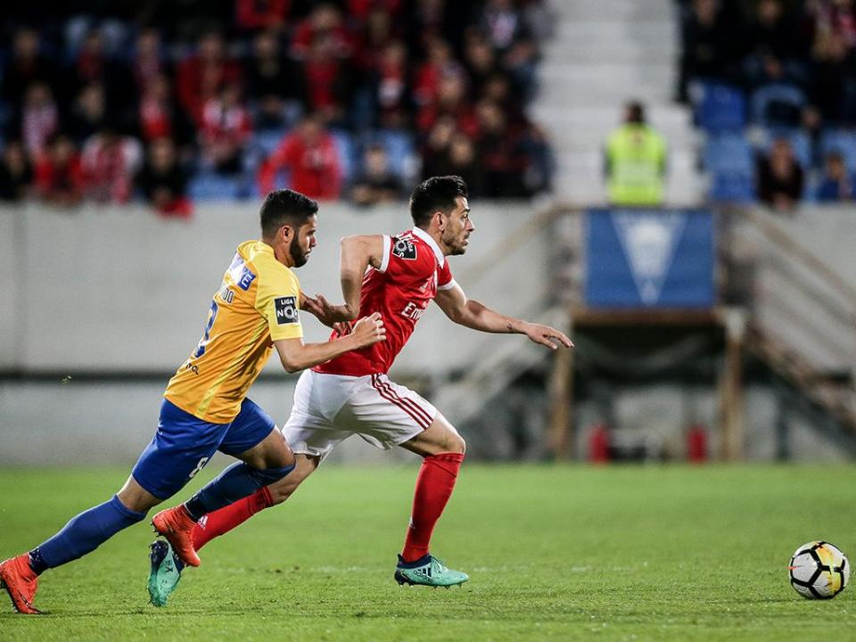 Estoril-Benfica: escaramuça entre adeptos no final do jogo