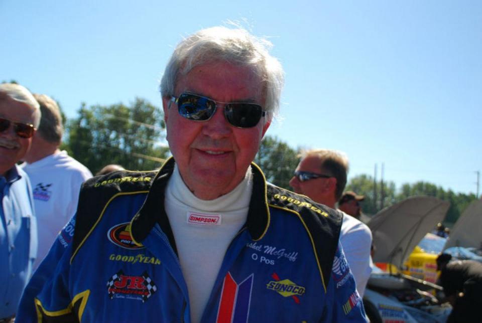 Piloto da Nascar volta a competir aos 90 anos
