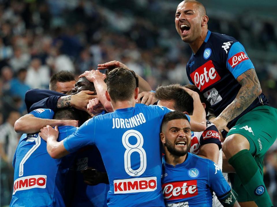 Itália: Nápoles vence em Turim e fica a um ponto da Juve