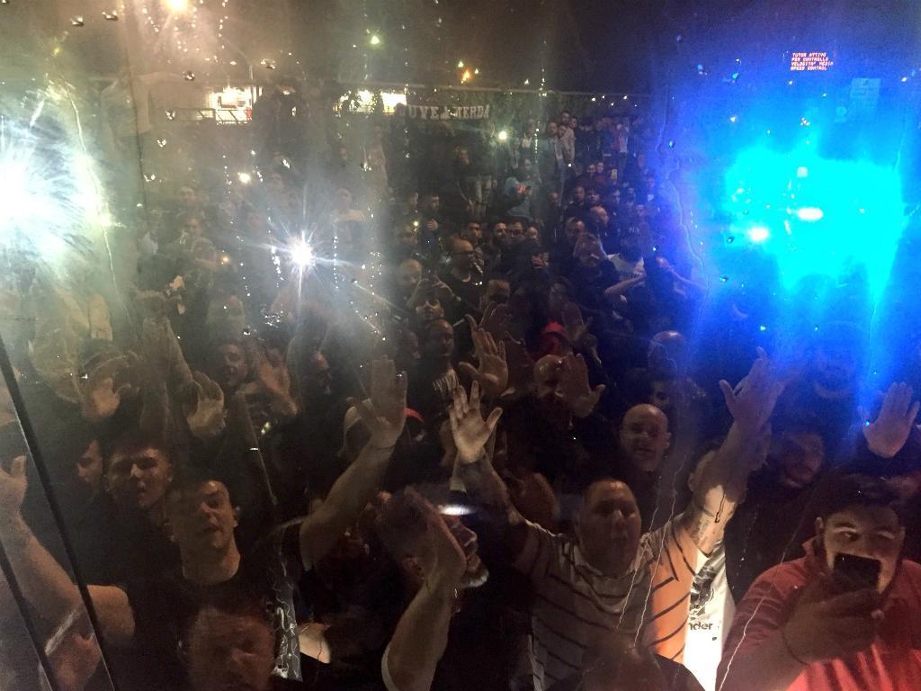 VÍDEO: Nápoles recebido em delírio após vitória sobre a Juventus