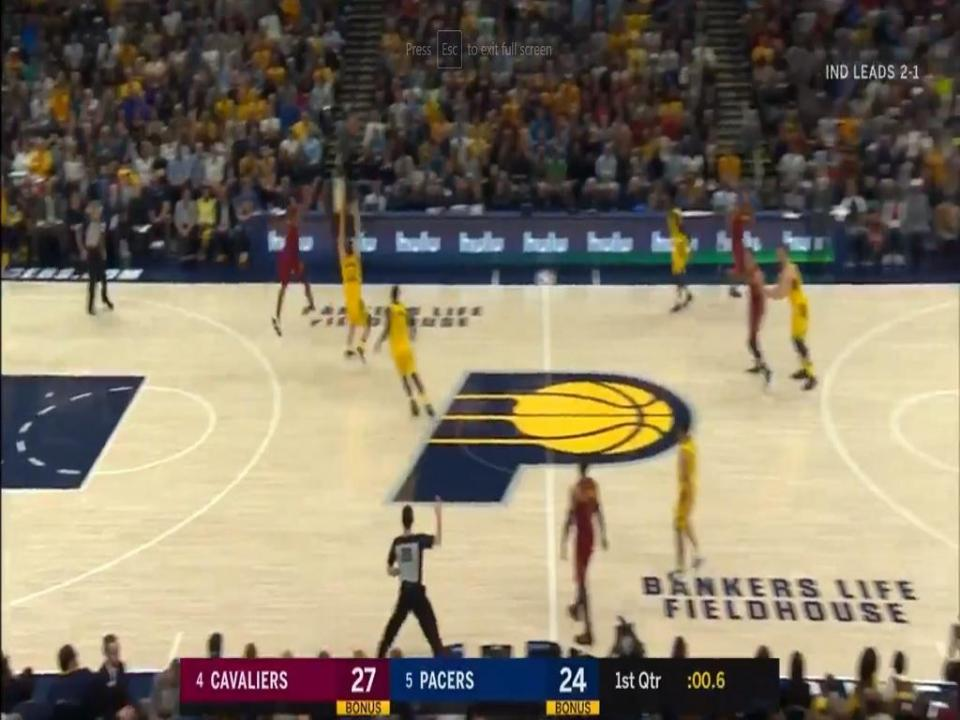 VÍDEO: J. R. Smith marca ponto incrível na vitória dos Cavs