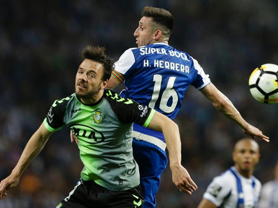 FC Porto: Corona e Herrera chegam domingo, 25 nomes no Algarve