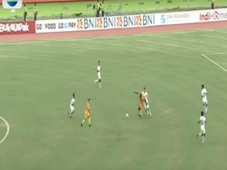 VÍDEO: ex-Sporting marca golaço na Indonésia