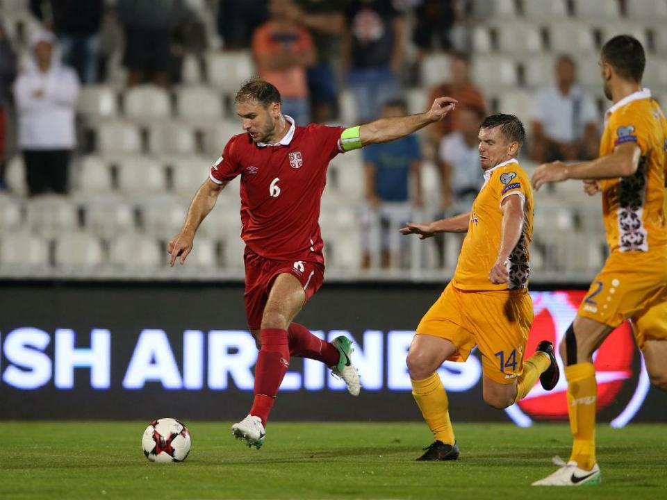 VÍDEO: Zivkovic no banco e golaço de Ivanovic na vitória da Sérvia