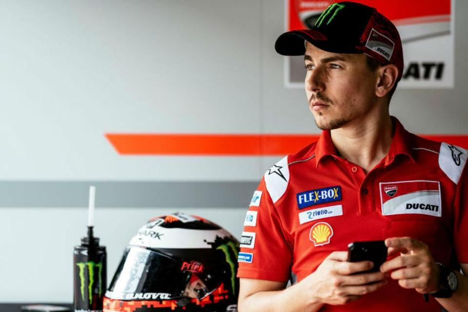 MotoGP: Jorge Lorenzo acusa Rossi de copiar