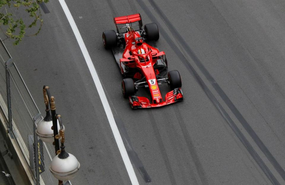 GP do Azerbaijão: Vettel parte da pole com Hamilton ao lado